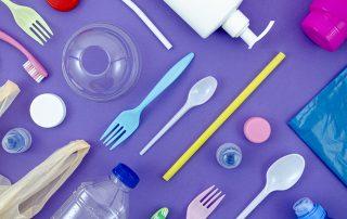 Đồ dùng bằng nhựa